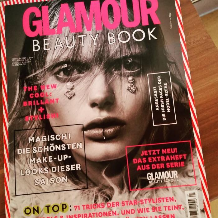 Endlich das glamour beautybook bekommen glamourgermany magazin magazine reading schmkern