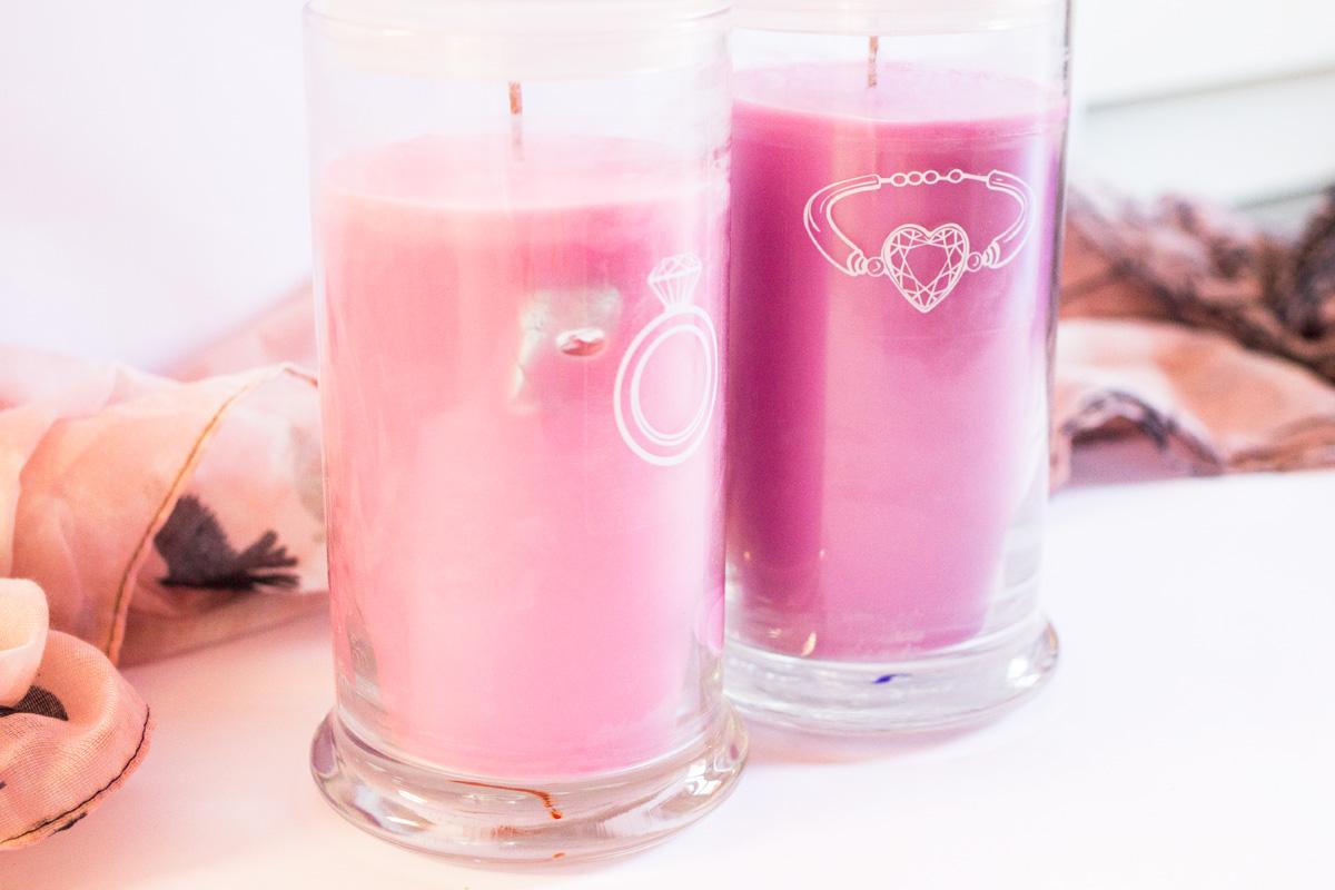 juwelkerze-daniela-katzenberger-magische-eisblume-vanilla-dreams-1 Juwelkerze - Schmuck in jeder Kerze  juwelkerze-daniela-katzenberger-magische-eisblume-vanilla-dreams-2 Juwelkerze - Schmuck in jeder Kerze