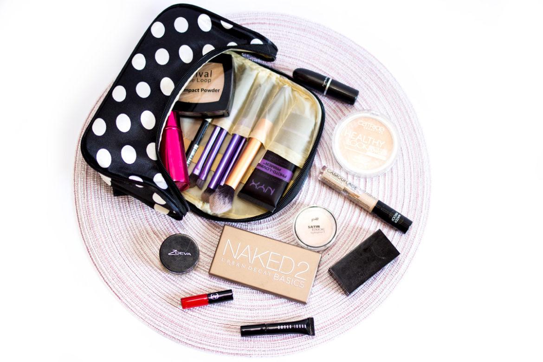 whats-in-my-travel-bag-1170x780 Wochenendtrips - diese Kosmetikprodukte & Medikamente kommen mit | Werbung